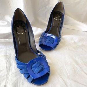 ROGER VIVIER Blue Suede Knot Pump 9.5